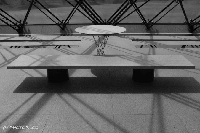 テーブルとチェア2