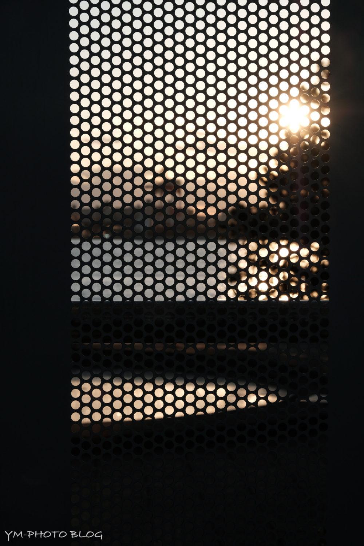 工事現場と夕日