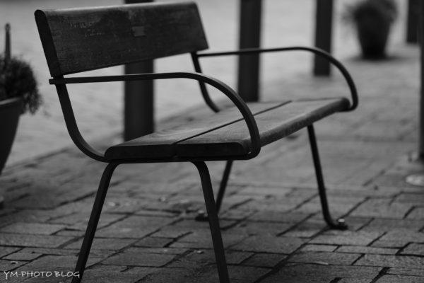 丸の内のベンチ