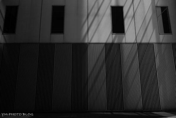 窓と格子と斜線