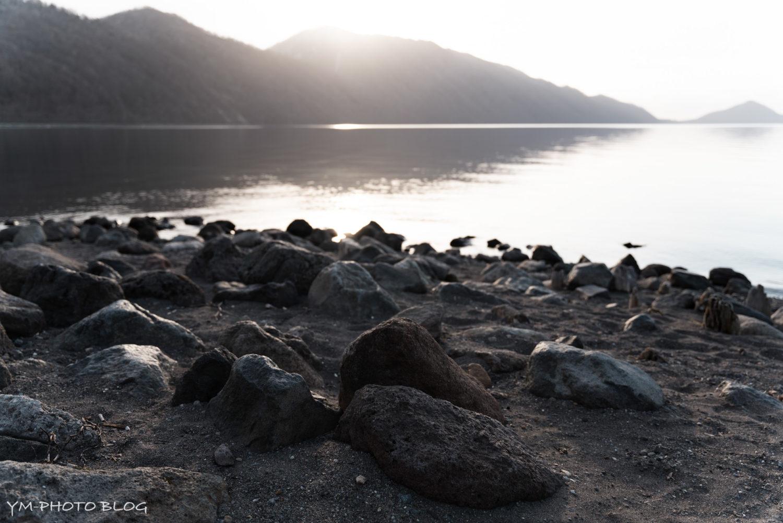 支笏湖・湖畔岩場